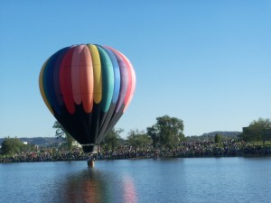 BalloonOverMemorialLake